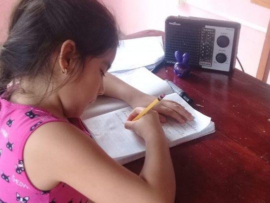 Unos 12 mil estudiantes de Veraguas se benefician de clases por radio y televisión