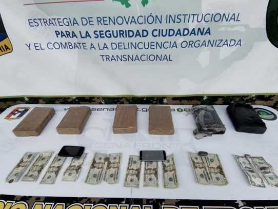 Decomisan seis paquetes con droga y detienen a dos panameños en Darién