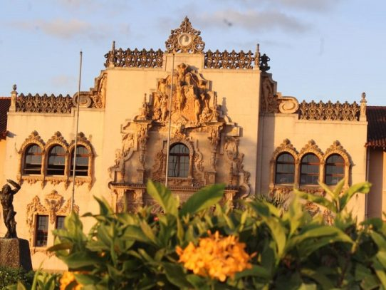 Celebran aniversario 82 de la Escuela Normal Juan Demóstenes Arosemena