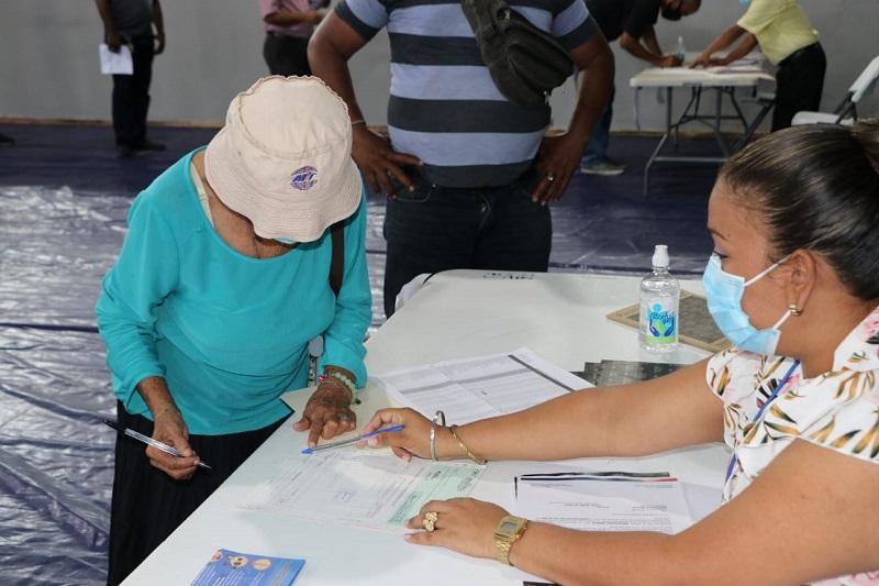 Inicia jornada de pago de 454 cheques de compensación a comerciantes colonenses