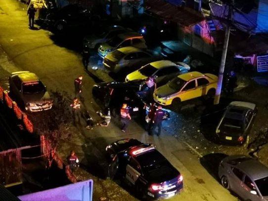 """Disparos y arrestos, """"fiebre de sábado por la noche"""" en Río Abajo"""