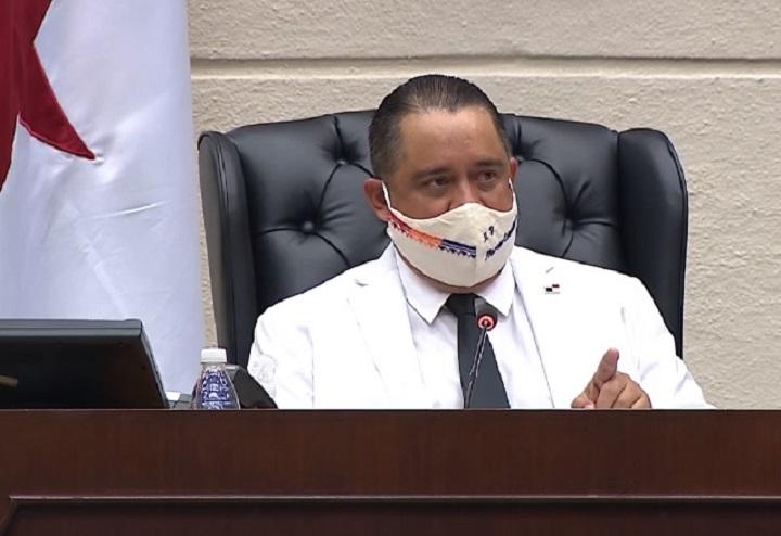 Marcos Castillero se reelige en la Asamblea con apoyo de PRD y CD