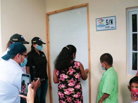 Cinco familias de escasos recursos recibieron asistencia social por parte del Gobierno
