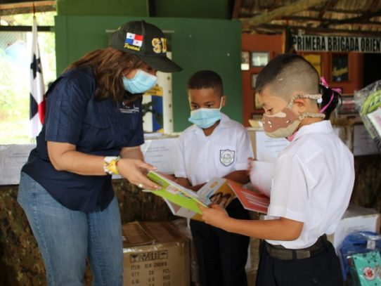 Inicia entrega de materiales educativos en comarcas y áreas de difícil acceso