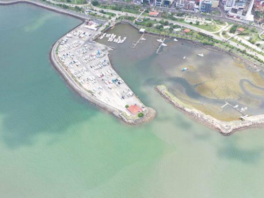 MiAmbiente presenta informe sobre mancha oscura en una parte de la Bahía de Panamá