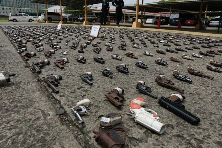 Autoridades destruyen 665 armas de fuego decomisadas en diferentes operativos