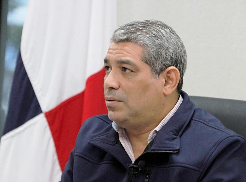 Ministro Sucre realiza llamado a la población ante apertura de más actividades