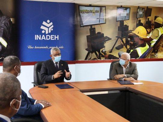 ETESA e INADEH firman acuerdo para fortalecer la formación electricistas de alta tensión