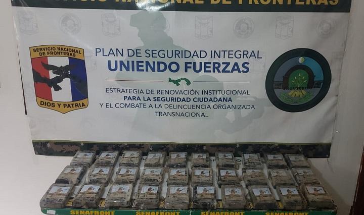 Aprehenden a dos panameños con 30 paquetes de cocaína en dos puntos distintos