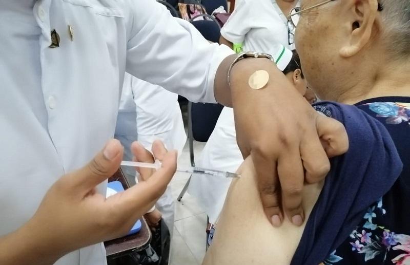 Vacuna contra la influenza, no protege del COVID-19