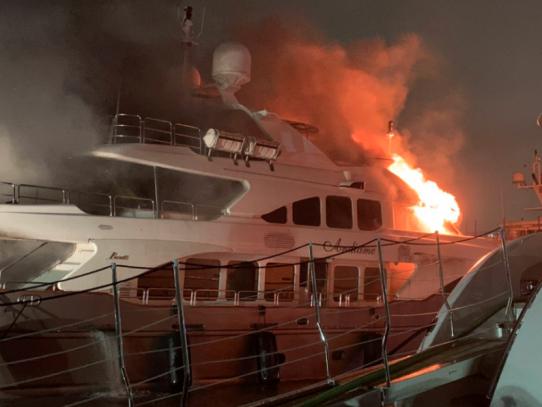 Lujoso yate del cantante Marc Anthony se incendia en Miami