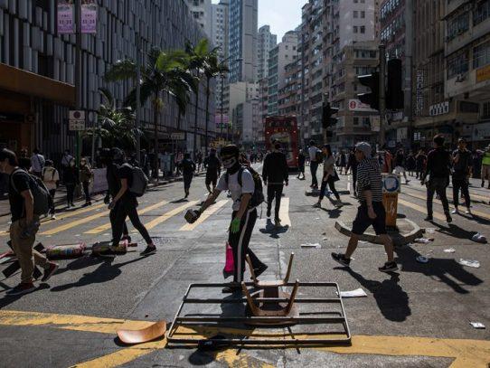 Violencia y caos en nueva jornada de de protestas en Hong Kong