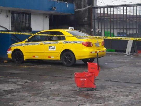 Matan al pasajero de un taxi en Colón