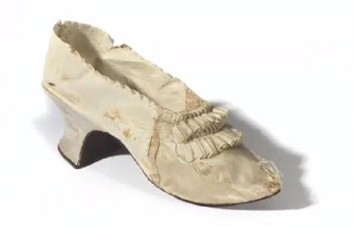 A subasta un elegante zapato de María Antonieta